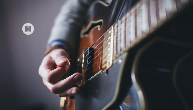 media/image/hunke-uhren-dreizeigeruhren-gitarre.jpg