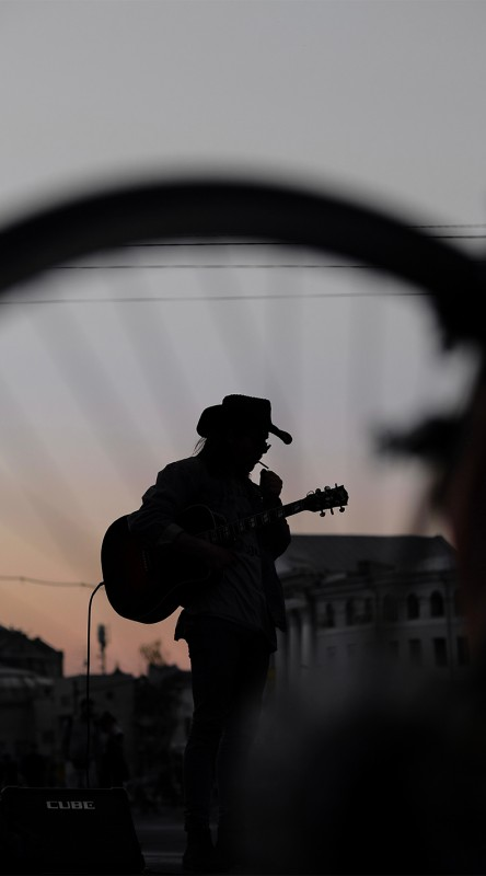 media/image/hunke-brillen-individualisten-rocker-sonnenuntergang.jpg