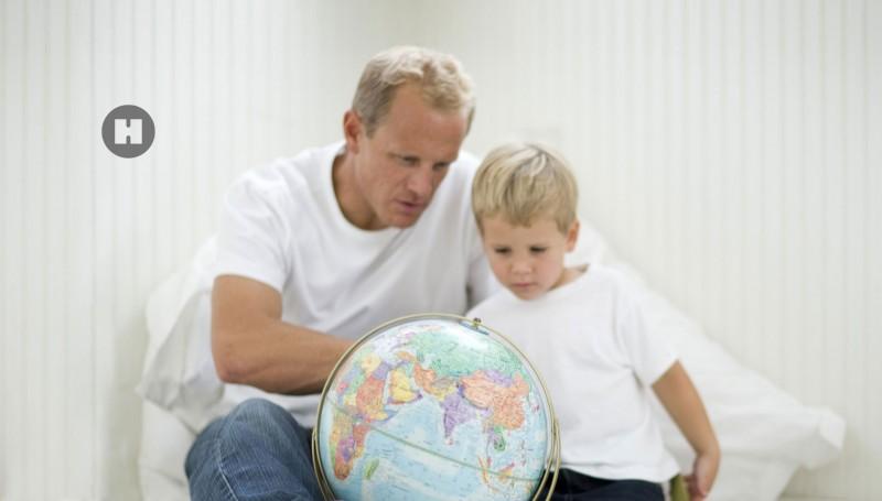 media/image/hunke-uhren-zweizeitzonen-familie-globus.jpg