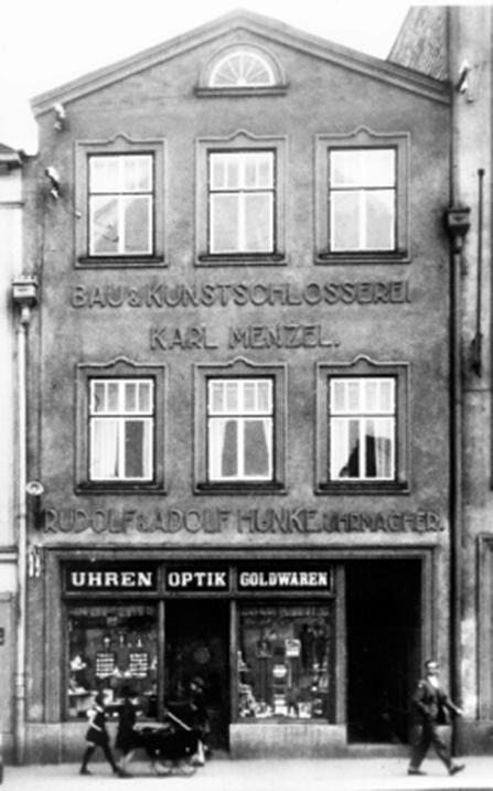 media/image/Haus_Braunau.jpg